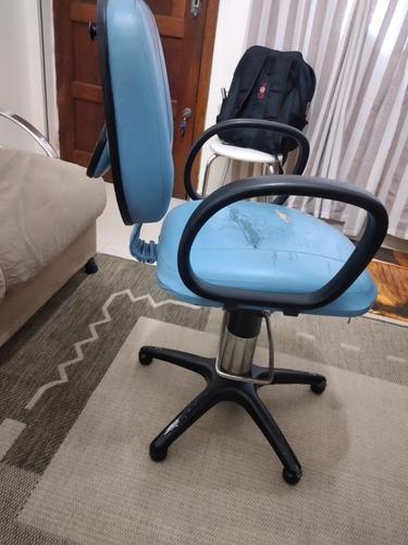 Imagem 1 de 4 de Cadeira De Salão Usada