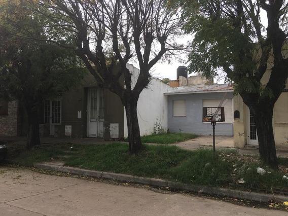 En Bloque, 2 Casas Al Frente Con Patio Sobre Lote 12 X 25