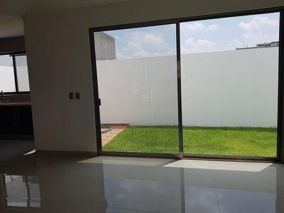 Preciosa Casa En El Refugio, 4ta Recámara En P.b, 3 Baños Completos, Jardín..