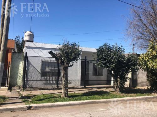 Imagen 1 de 12 de Venta De Casa De 2 Ambientes Con Patio En Quilmes (28198)
