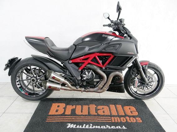 Ducati Diavel Carbon Vermelha