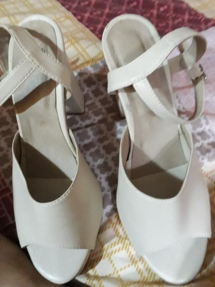 Vendo Una Hermosa Sandalia 2por1