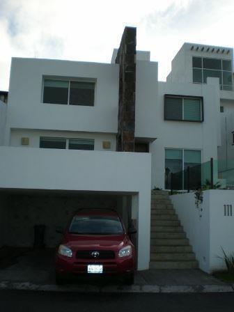 Casa En Renta. Privada Arboladas. Rcr190805-275