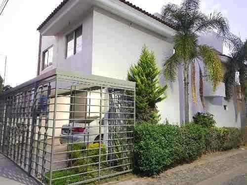 Casa 2250 Jardines Del Valle, En Esquina, Avenida