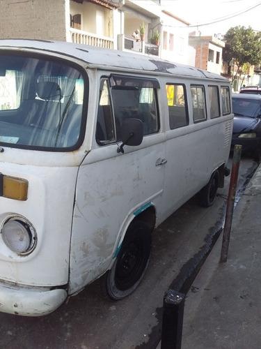 Volkswagen Kombi 8 Passageiros