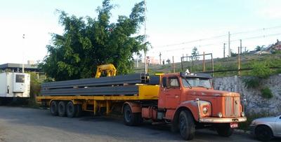 Cavalo Mecânico Scania Acoplado À Carreta Com Munck