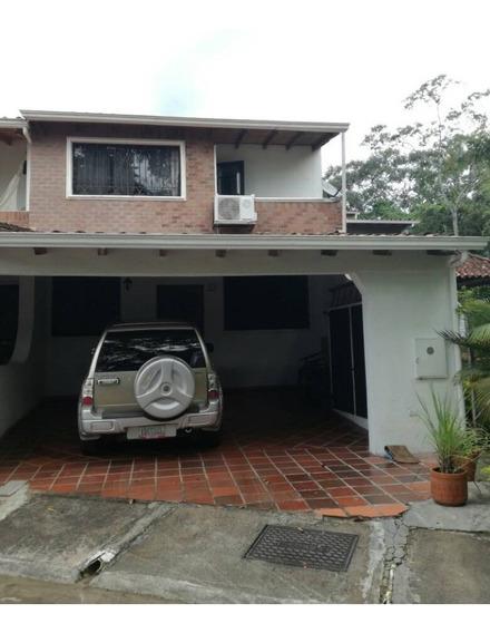 Casa En La Urbanización Las Marianas . Sector Las Acacias