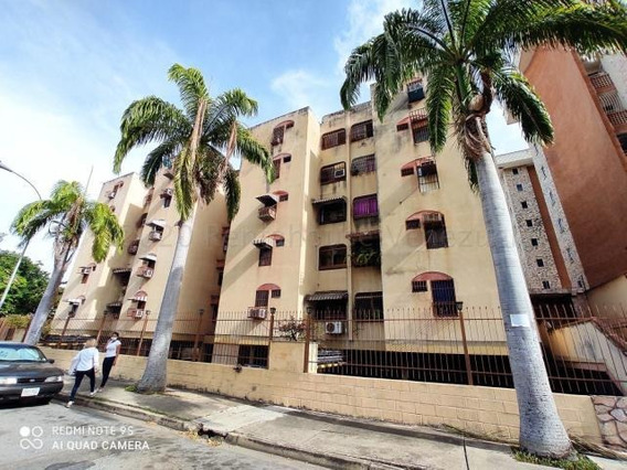 Deysa Fonseca Vende Apto. Urb. Los Chaguaramos 20-24176 Dyfc
