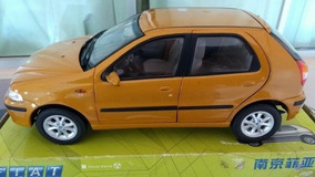 Miniatura Do Fiat Palio Elx (2003) Escala 1:18