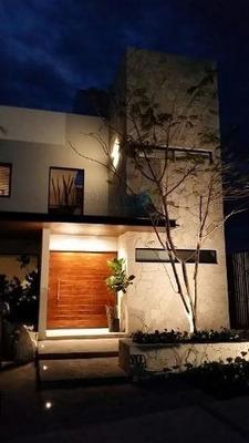 Casa Con Excelentes Acabados En Cañadas Del Lago