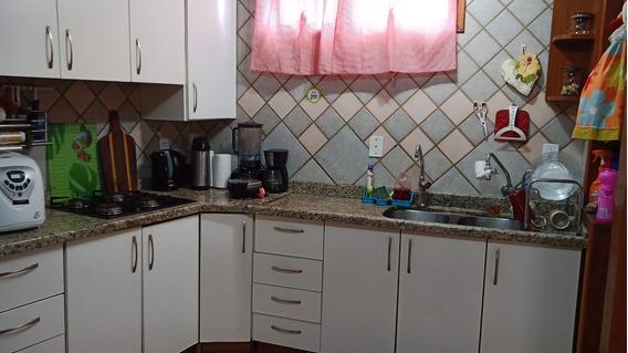 Casa Em Coqueiros Com 3 Quartos, 1 Suite
