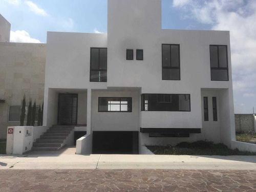 A La Venta Casa Con Hermosa Vista En Cañadas Del Lago, Corregidora