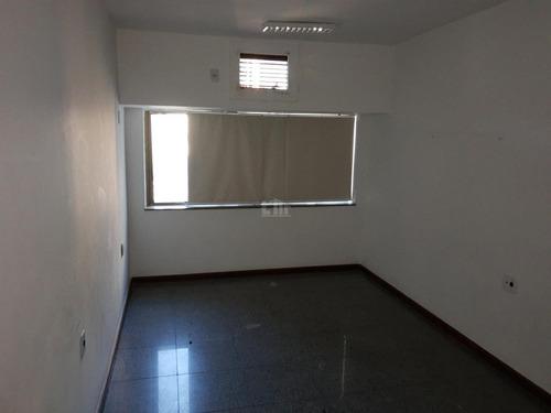 Sala, Qrts Para Para Aluguel, Com 30,00 M², No Santa Lúcia,vitória. - 331