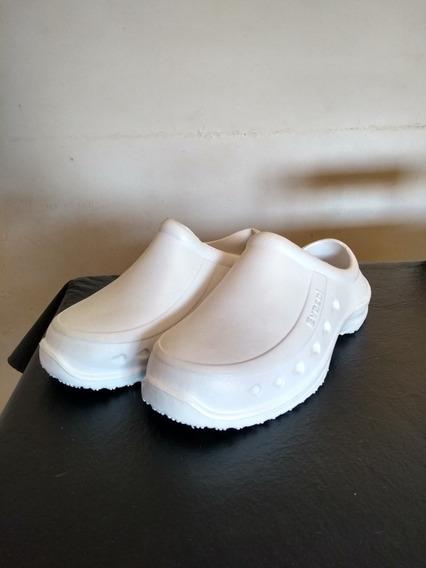 Zapatos De Goma Blancos