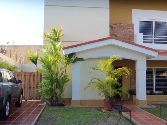 Casa En Venta En Avenida Universidad, Maracaibo