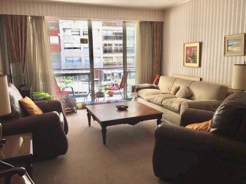 Venta Apartamento Tres Dormitorios Y Servicio Metros Rambla Pocitos