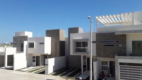 Casas En Venta Desde $1,900,000 En Fracc. Vistalta