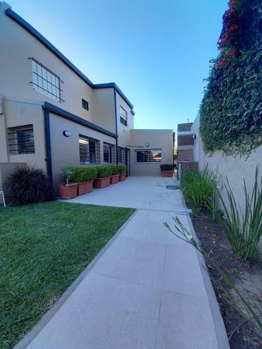 Imagen 1 de 14 de Casa En Tolosa. 5 Dormitorios Parque Pileta Reciclada