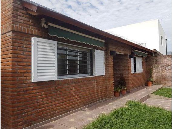 Casa Venta 2 Dormitorios, 2 Baños Y Piscina -lote 15 X 37,50 Mts Y 144 Mts 2 Cubiertos- Villa Del Plata