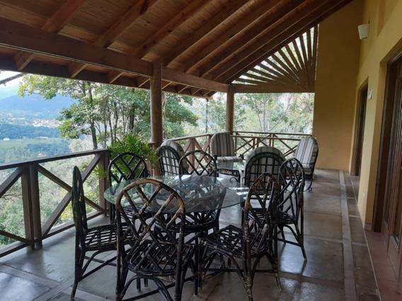 Casa Con Excelente Vista Y Ubicación En Jarabacoa