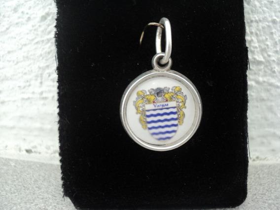Dije Heraldico Con El Escudo De Su Apellido A Colores Plata