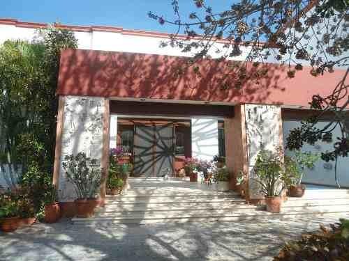 Preciosa Residencia Tipo Hacienda En Merida. Acabados De Lujo. Zona Norte.