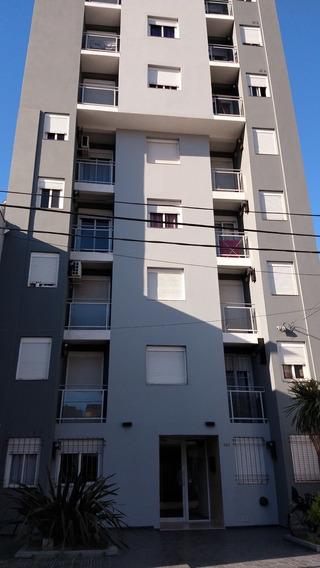 Departamento En Venta - 2 Dormitorios - Caseros 269