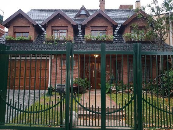 Olivos Residencial, Amplio Chalet En Excelente Estado, Con Gran Jardín Y Pileta.