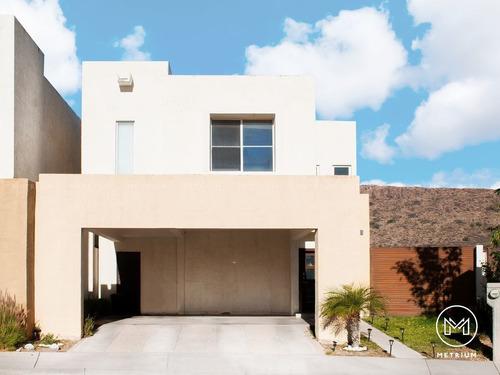 Imagen 1 de 17 de Casa En Venta En Encordada Del Valle Frente A Parque Con Exc