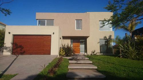 Alquiler Residencial De 6 Amb. En Barrio El Golf.