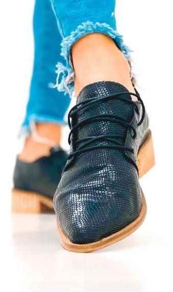 Zapatos Prusianos Cordonados Con Fondo Artesanal Madera