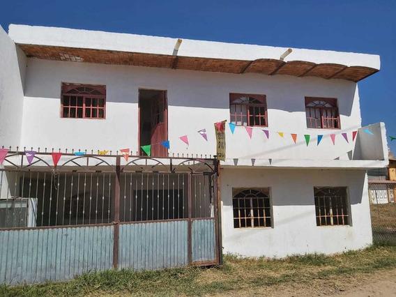 Casa 2 Pisos 3 Recamaras Cochera, Sala, Comedor, Balcón