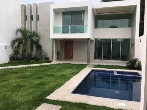 Casa En Privada En Lomas Del Mirador / Cuernavaca - Caen-263-cp
