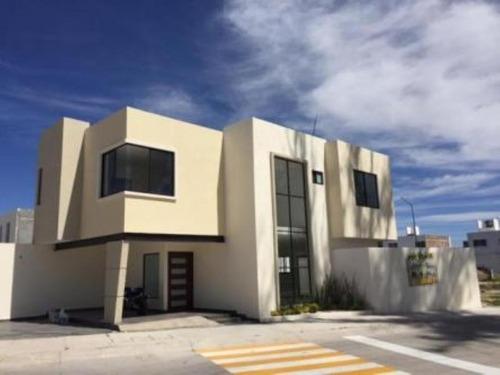 Casa Sola En Venta Fracc. Villas De Tabora