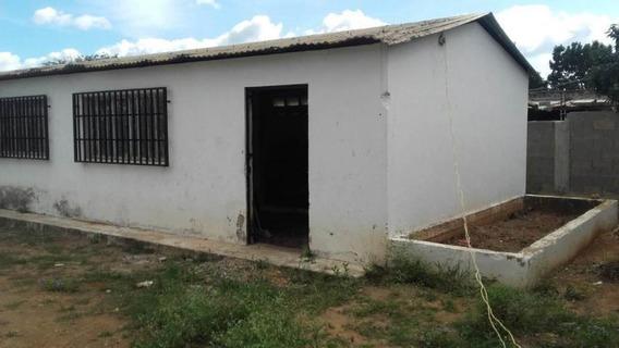 Comercial En Venta Cabudare La Piedad Norte, Al 20-2619