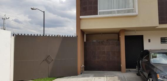 Toluca, Renta. Casa 3 Habitaciones, 2 Plantas, Est. 4 Autos