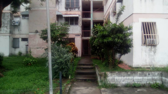 Apartamento / Las Acacias / Ovidio Gonzalez / 04243088926