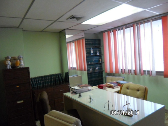 Oficina En Alquiler 04166437900 / Maracay