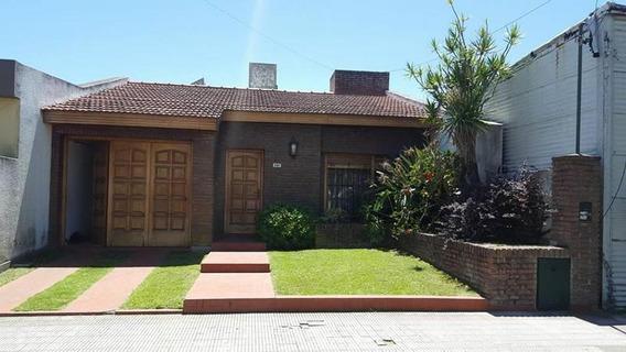 Casa En Venta En Ensenada Calle Bossinga E/ Peru Y Sarmiento