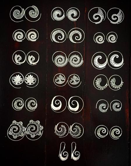 Aretes De Metal Blanco Estilo Espiral