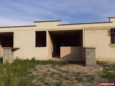 Casa Venta En Valera, Urb Nueva Valera, Trujillo Js 19-11902