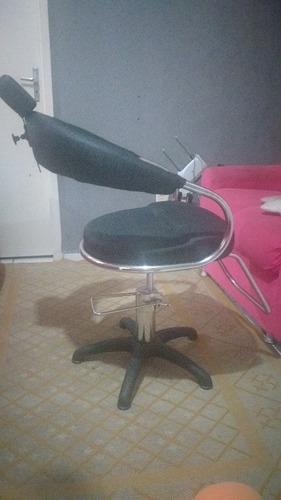 Imagem 1 de 5 de Cadeira Para Salão De Cabelereiro E Barbearia , 1 Mês De Uso