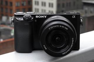 Sony Alpha A6000 Con Lente De 16-50mm + Estuche