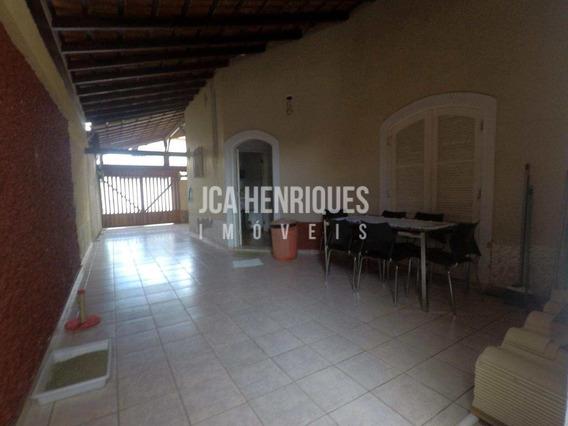 Casa Isolada Com 2 Dormitórios Bairro Boqueirão - V618