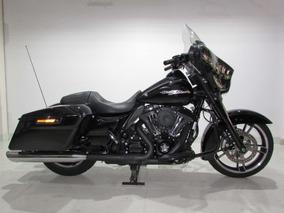 Harley Davidson - Street Glide - 2014 Preta - Baixo Km