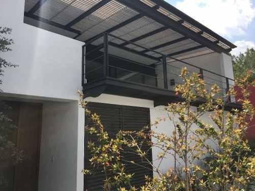Excelente Oportunidad De Inversión, En Conjunto De 3 Casas.