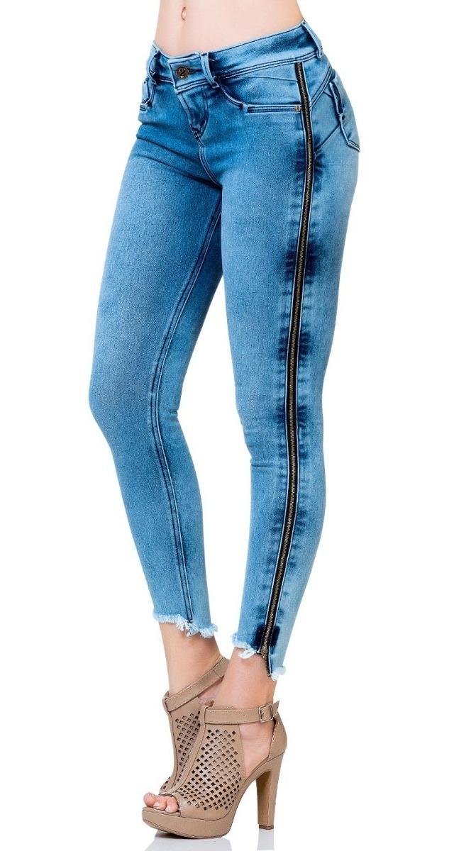 Jeans Entubado Con Cierres Completos A Los Lados Y Bolsas ...
