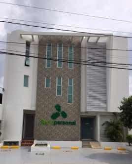Edificio De Tres Pisos Para Oficinas