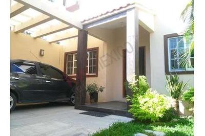 Casa En Venta En Rincón Potinaspak, Zona Norte Poniente.