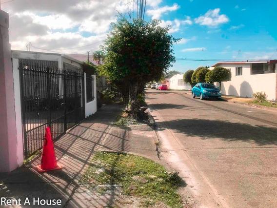 Hermosa Casa En Venta En Campo Limberg Panama